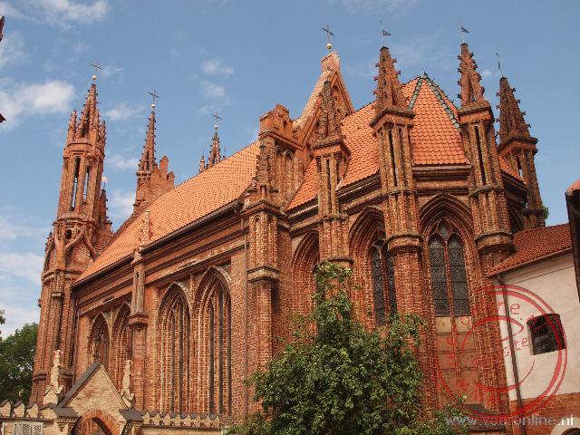 De gotische rood bakstenen Sint Annakerk in Vilnius