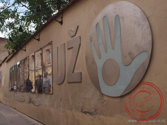 Met de 'Grondwet van Uz' heeft de kunstnaarswijk Uzupis zich uitgeroepen tot zelfstandige republiek binnen Vilnius