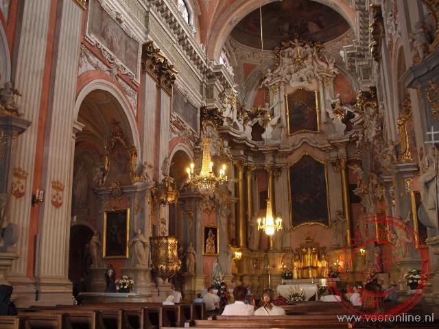 Het prachtige barokke interieur van de Sint Teresakerk in Vilnius
