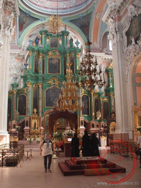 Het interieur van de Russische Orthodoxe Heilige-Geestkerk in Vilnius