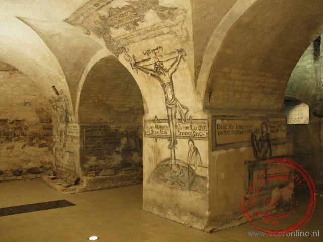 De grafkelder onder het altaar van de Grote Sint Kazamirrkerk
