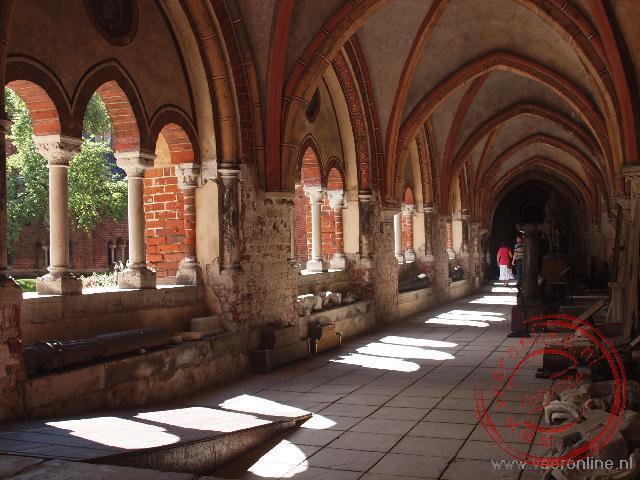 De kloostergang naast de Domkerk