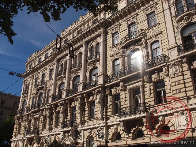 De prachtige gevels van de Jugendstil huizen in Riga