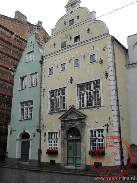 De drie oudste huizen van Rige leunen als sinds 17de eeuw gebroederlijk tegen elkaar