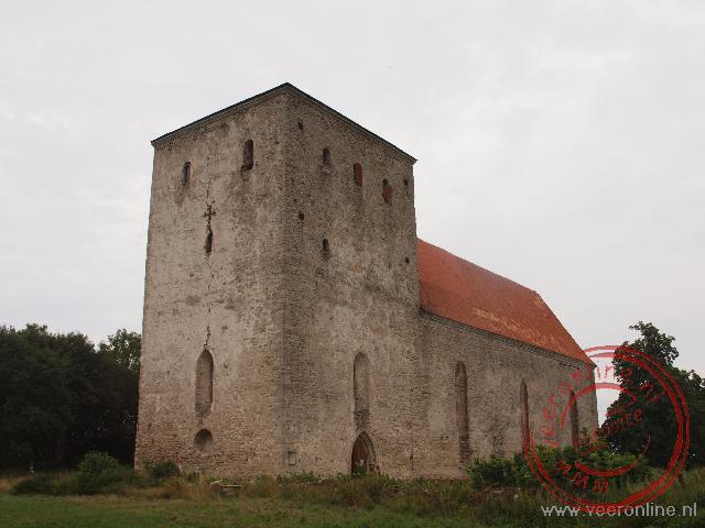 De robuuste verstingkerk van Pölde bood vroeger veilig onderdak aan geestelijken bij opstanden