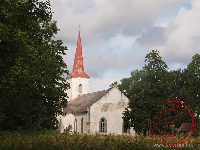 De kleine Jämaja kerk in Ohessaare op het schiereiland Sorve