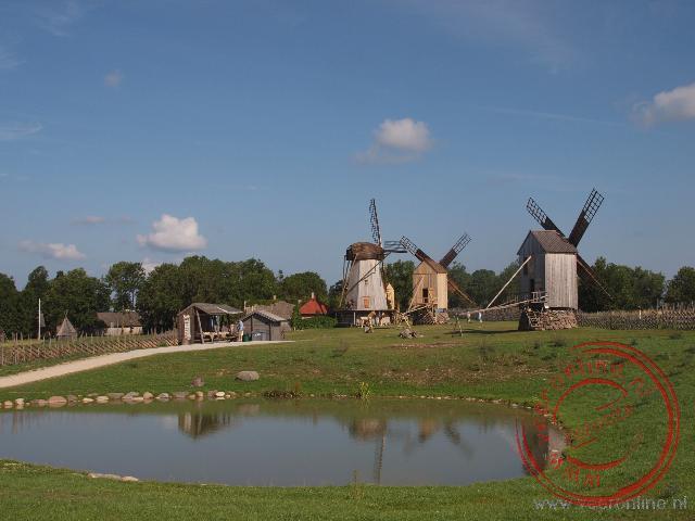 De oude houten windmolens op het eiland Saaremaa zijn naar Hollands model
