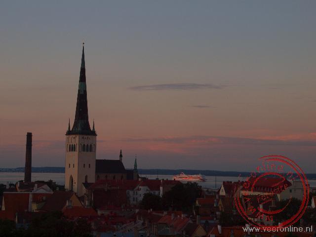 De avond valt over het oude centrum van Tallinn