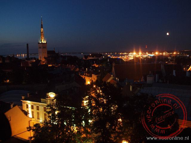 De nacht is gevallen over Tallinn