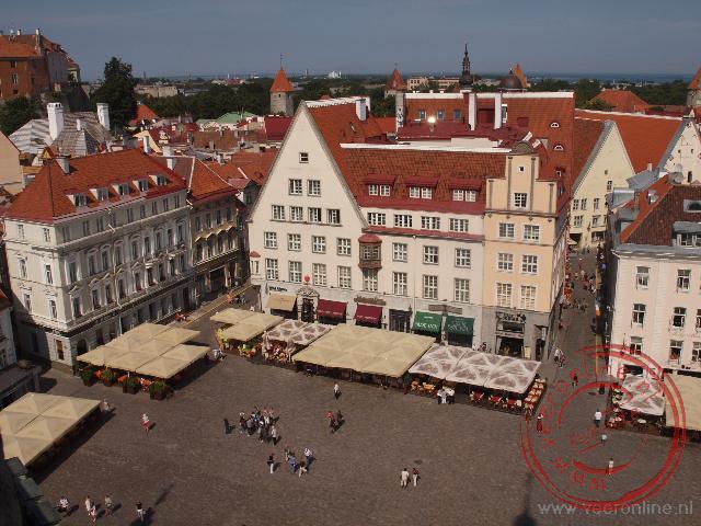 Het raadhuisplein van Tallinn gezien vanuit de Raadhuistoren