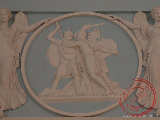 Een muurdecoratie in de Alexanderzaal