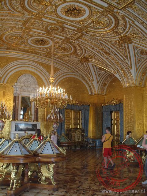 De met goud vergulde muren van de Gouden Salon