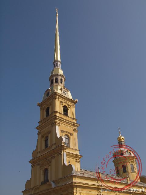 De toren van de Petrus en Paulus Kathedraal in Sint Petersburg