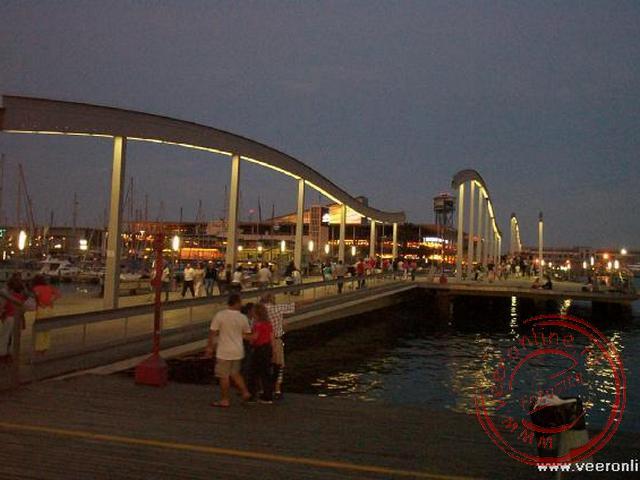 De 330 meter lange houten brug Rabla de Mar naar het Moll d Espanya