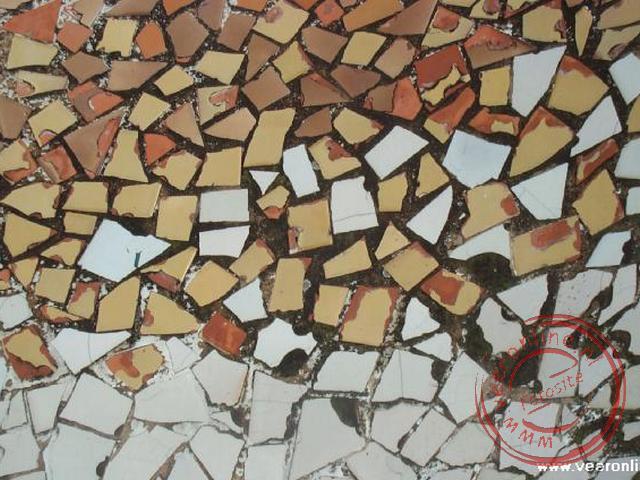 Het mozaiek van Gaudi op het dak van Casa Batlló