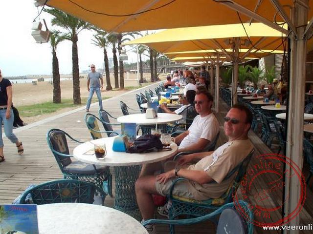 Een drankje bij het strand