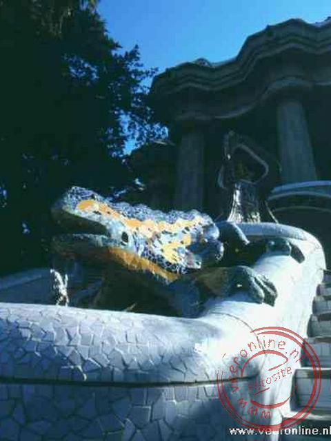 De draak Python bewaakt park Güell