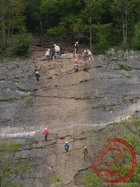 Abseilen langs de steile rotsen nabij Durbuy