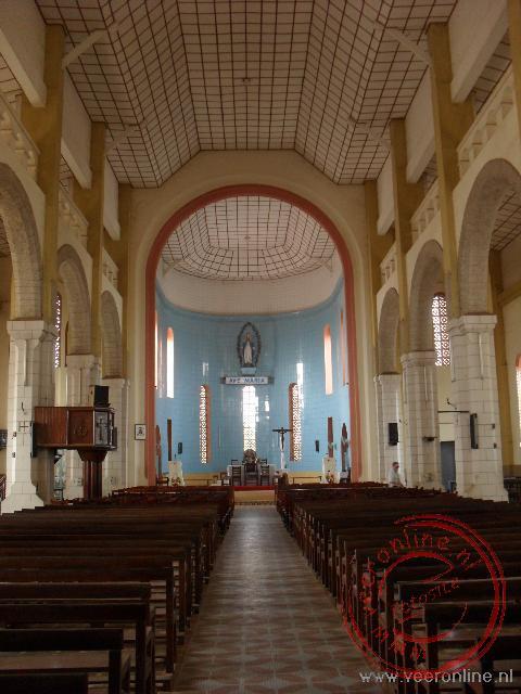 Het interieur van de Kathedraal van Porto Novo