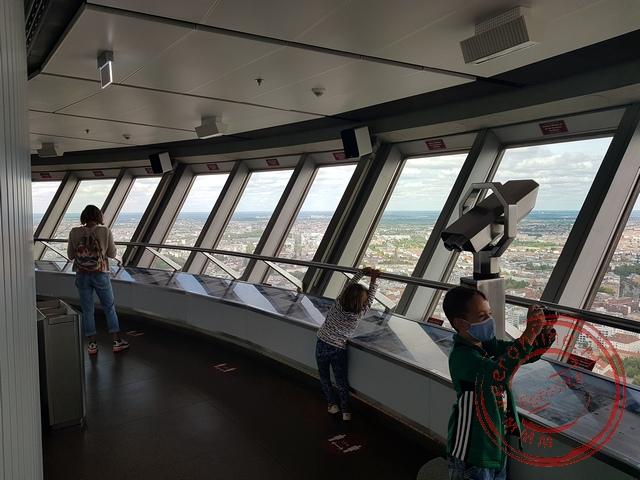 Vanaf de Fernsehturm kun je rondom de stad Berlijn bekijken