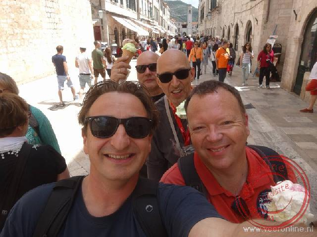 Een groeps selfie in de straten van Dubrovnik