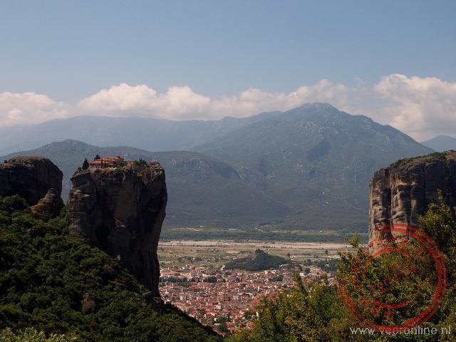 De kloosters van Meteora liggen op de hoge steile rotspunten
