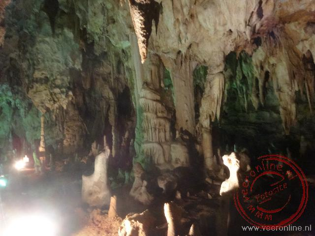 De prachtige druipsteen grotten van Alistrati