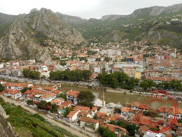 Uitzicht vanaf de koningsgraven boven Amasya