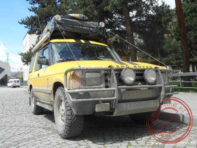 De auto is niet schoner geworden van de bergwegen