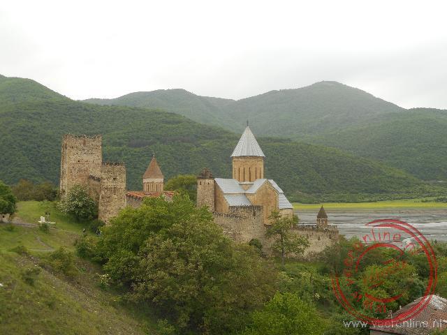 Het ommuurde klooster van Ananuri