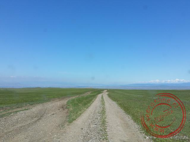De weg naar het David Gareja klooster is onverhard