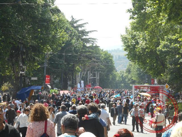 Het is druk op straat tijdens de onafhankelijkheidsdag