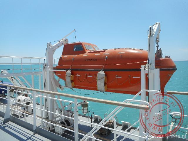 De reddingsboot van de Berkarar ferry