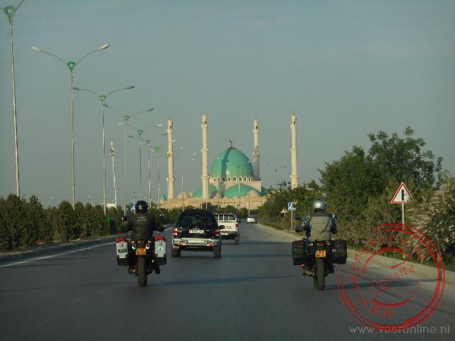 Het binnenrijden van de Turkmeense hoofdstad Ashgabat
