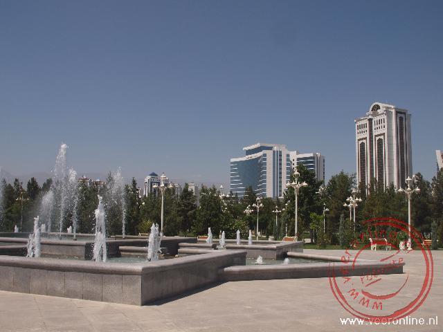 Het centrum van de stad voor parken en wit marmeren gebouwen