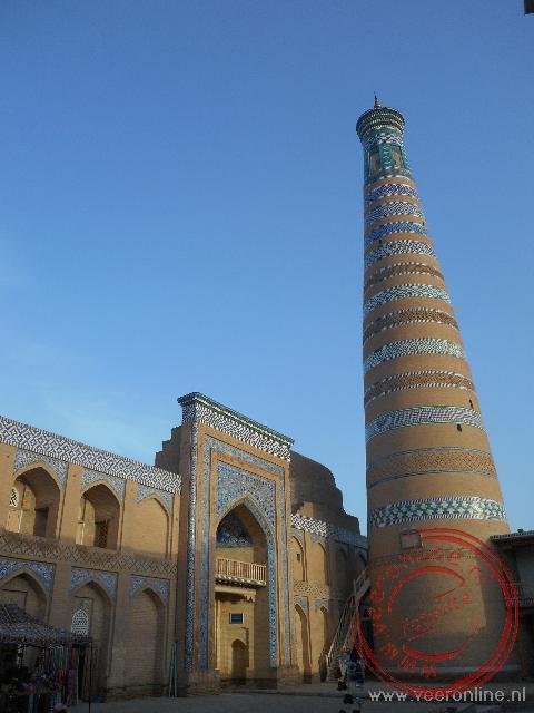 Eén van de oude minaretten in de ommuurde stad Khiva
