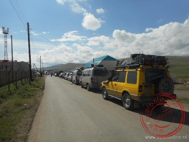 De lange rij voor de grensovergang Rusland - Mongolië
