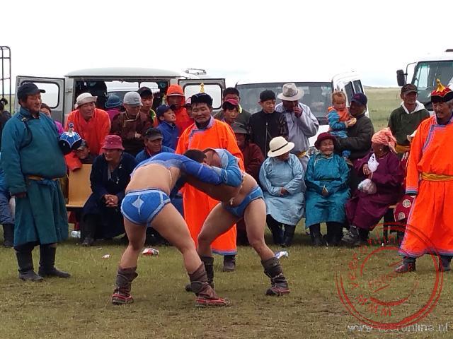 Tijdens het Nadeem festival wordt er geworsteld volgens de Mongoolse traditie