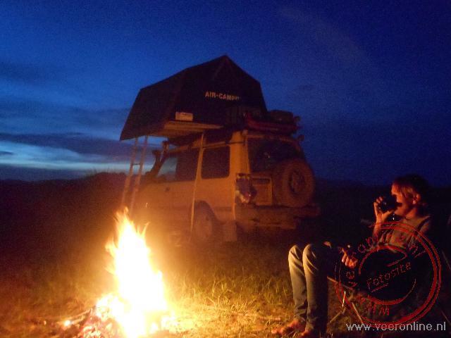 s Avonds bij het kampvuur