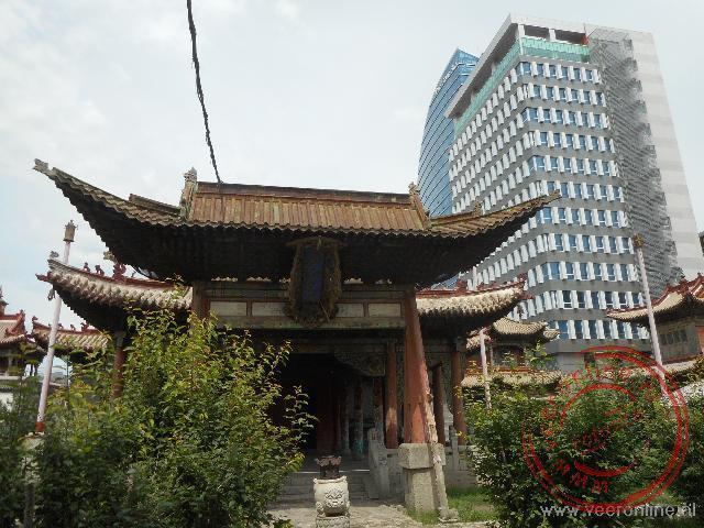 Het Choijin Lama klooster ligt midden tussen de wolkenkrabbers