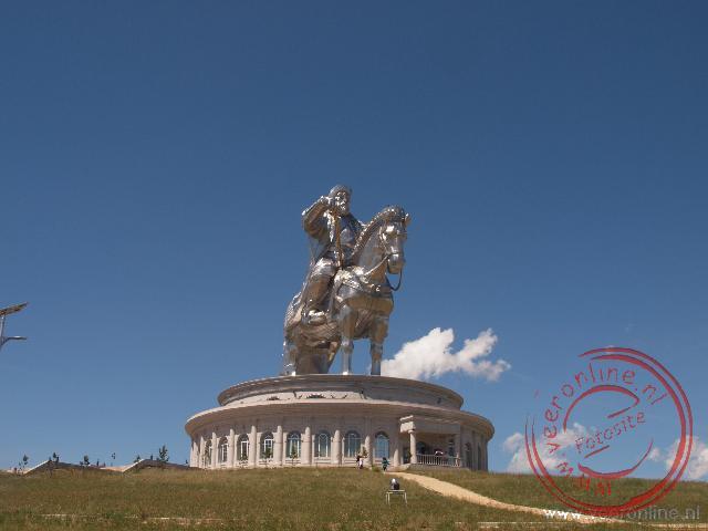 Het enorme ruiterbeeld van Genghis Khan is veertig meter hoog