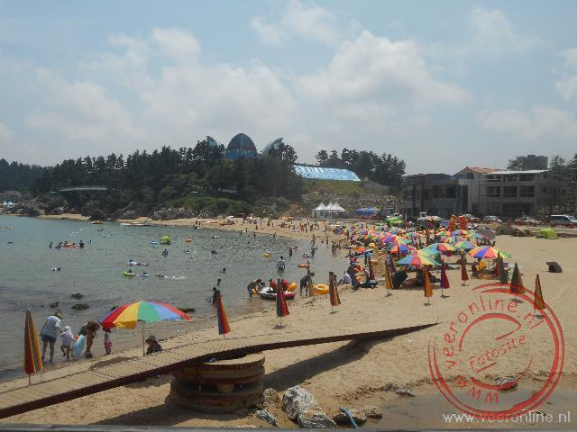 Het is druk op het strand van Zuid Korea