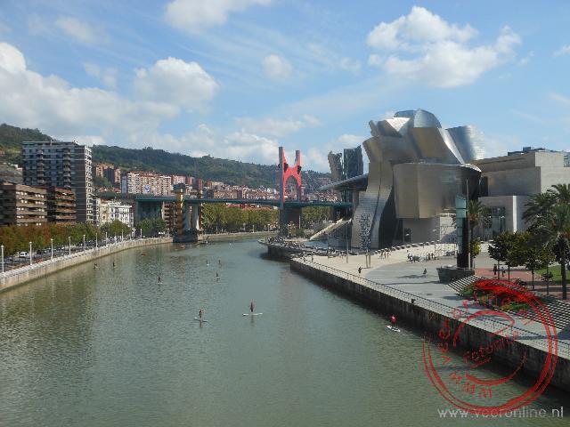 De Ria rivier van Bilbao en het Guggenheim museum