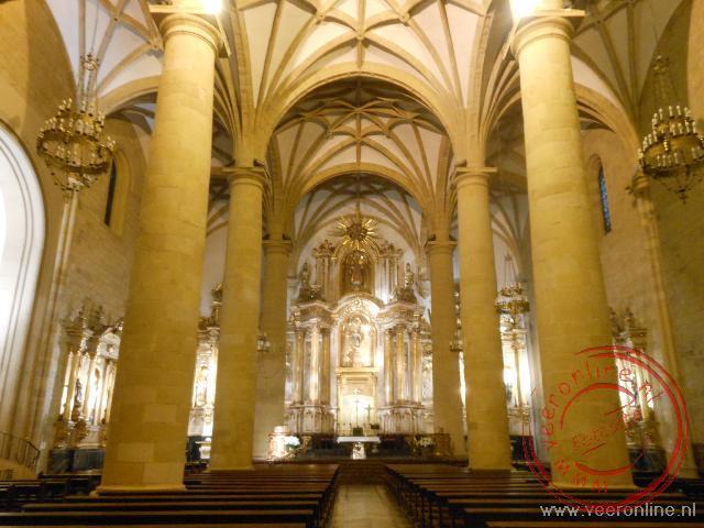 Het middenschip van de San Vincente Iglesia