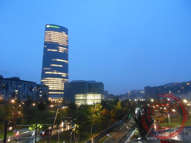 De avond valt over de stad Bilbao