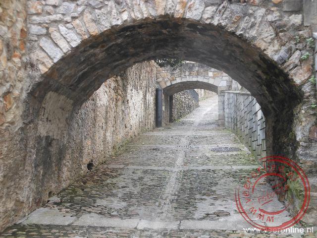 De route tussen de oude wijk en de baseliek heuvel