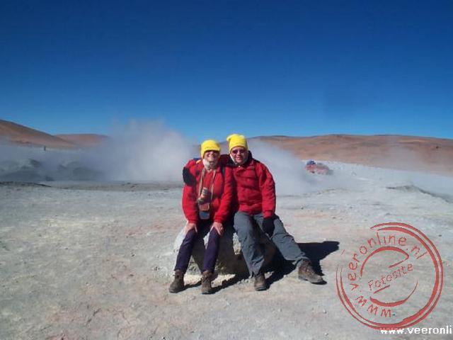 Goed ingepakt op 4.900 m. hoogte bij de geisers.