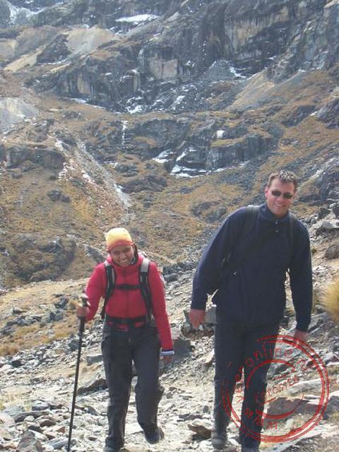 Dennis en Nancy op weg naar de top op 4.650 m.