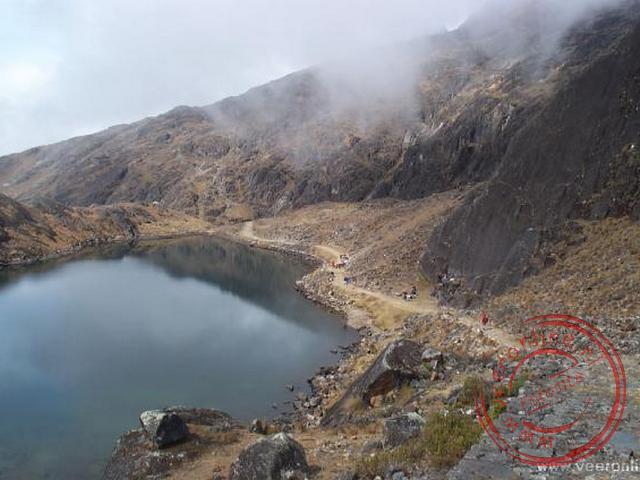 Het pad volgt het oude inkapad langs prachtige meren