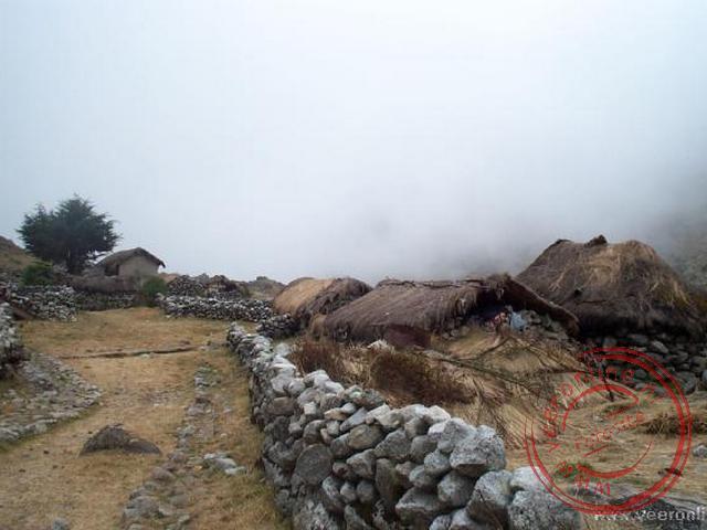 Het dorpje Takesi, waar momenteel nog maar twee families verblijven.